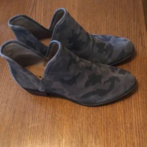 Lucky brand new camo print booties